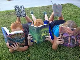 {#Kinder mit Büchern}